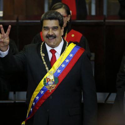 Parlamento de Venezuela aprueba declarar a Maduro usurpador de la presidencia
