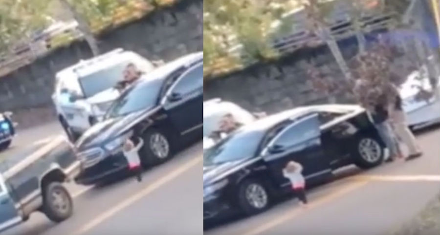Video Niña dos años alza manos entregarse Policía