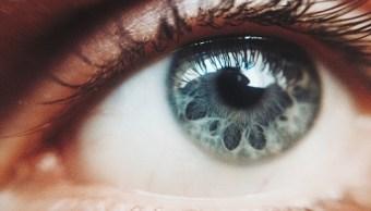 Por error, mujer aplica crema para disfunción eréctil en ojo