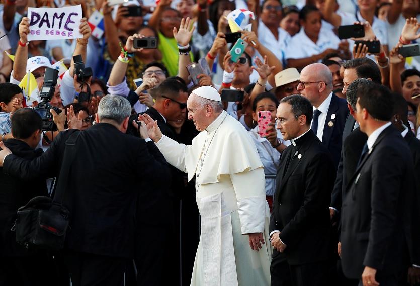 Foto: El papa Francisco culmina su visita a Panamá para la Jornada Mundial de la Juventud, en el Aeropuerto Internacional de Tocumen, Panamá, 27 de enero de 2019 (Reuters)
