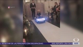 Peculiar padrino de bodas causa furor en redes sociales