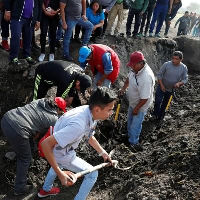 Familiares de desaparecidos acceden a zona de explosión en Tlahuelilpan, Hidalgo