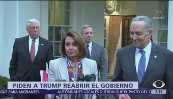 Pelosi y Schumer piden a Trump postergar debate sobre muro fronterizo