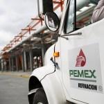 Foto: Un camión conduce a lo largo de una carretera en la refinería Pemex en Cadereyta, 30 enero 2019