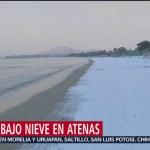 Playas bajo nieve en Atenas, Grecia