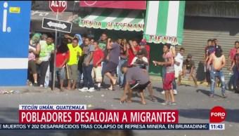 Pobladores desalojan a migrantes en Tecún Umán, Guatemala