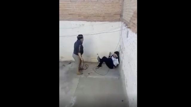 policia-busca-madre-azoto-lazo-hijo