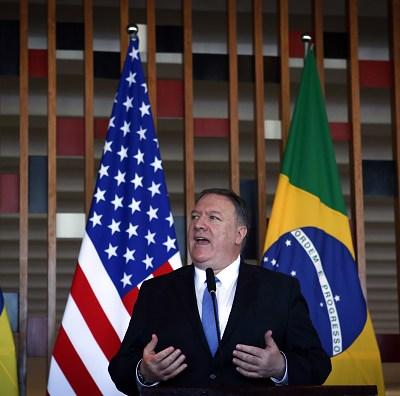 Brasil y EU trabajarán juntos contra regímenes autoritarios, dice Mike Pompeo