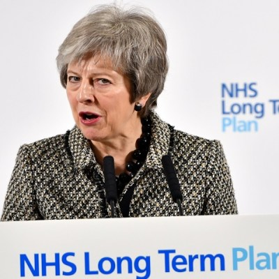May presidirá comité para coordinar los preparativos del Brexit