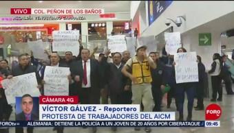 Protestan trabajadores al interior de Terminal 1 del AICM