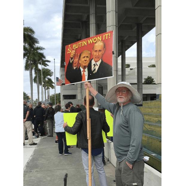 Foto: Protestas contra Roger Stone, exasesor de Trump, Trama Rusa, 25 enero 2019, Florida, Estados Unidos