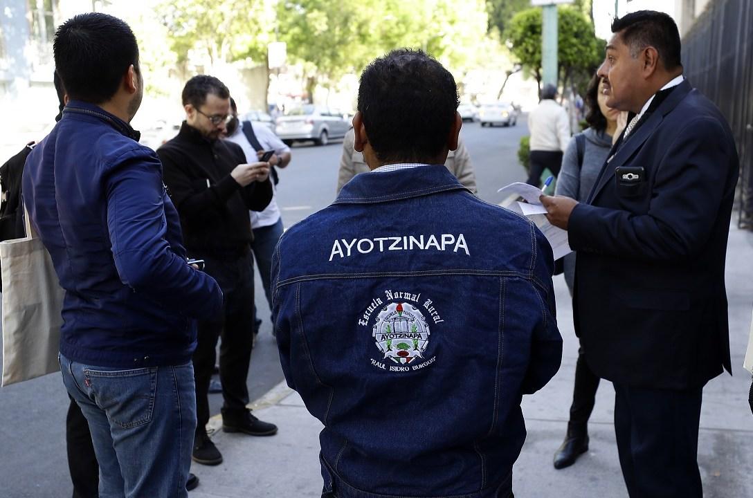 Foto: Padres y familiares de estudiantes desaparecidos de Ayotzinapa en instalaciones de la SEGOB, 23 de enero 2019 (Notimex)