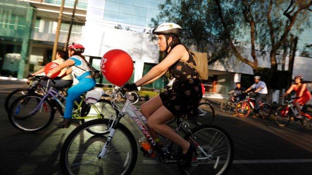 vecinos roma condesa napoles se manifiestan bicicletas y patines