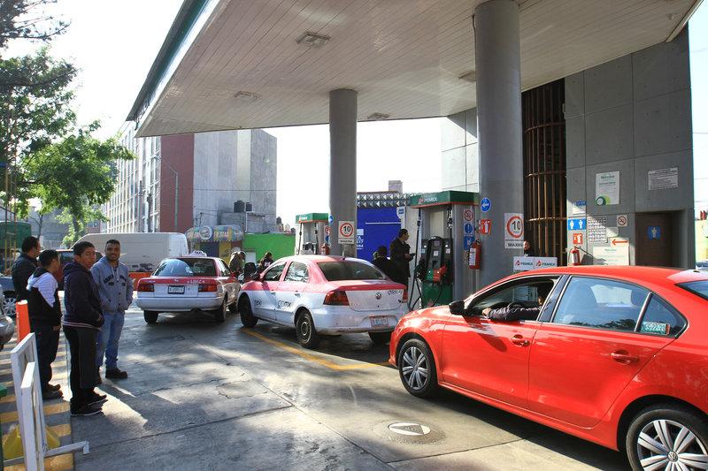Resultado de imagen para Refuerzan distribución de gasolina con pipas en la Ciudad de México