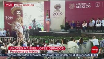 El presidente de México, Andrés Manuel López Obrador, firma la declaratoria del Año del Caudillo del Sur, Emiliano Zapata