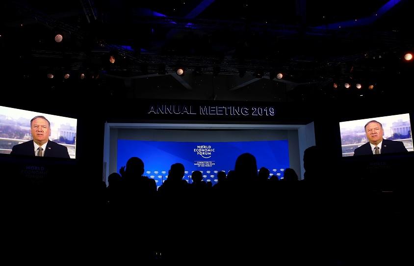 Mike Pompeo entrega un mensaje de video estilo Trump a Davos