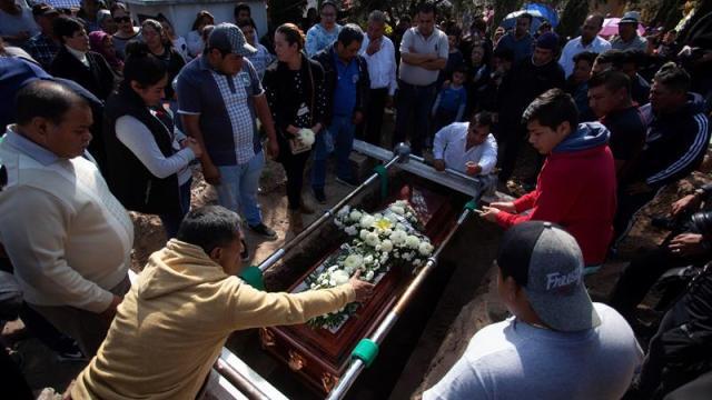 sepultan primeras fallecidos explosion ducto en tlahuelilpan hidalgo