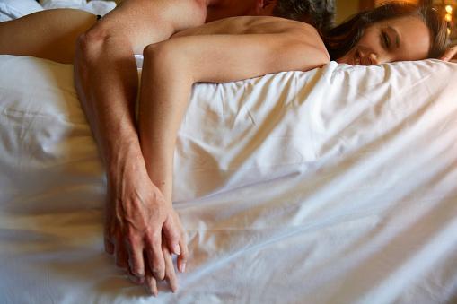 Sexo precede al romance en las relaciones modernas estudio