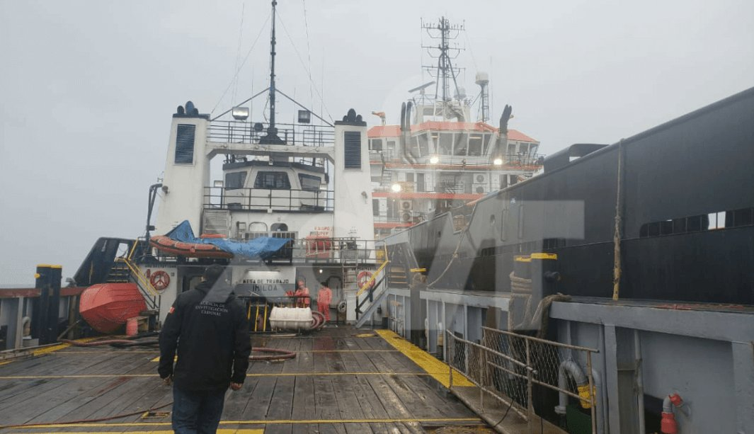 FOTO: Autoridades de Tabasco investigan dos buques por presuntamente transportar combustible robado