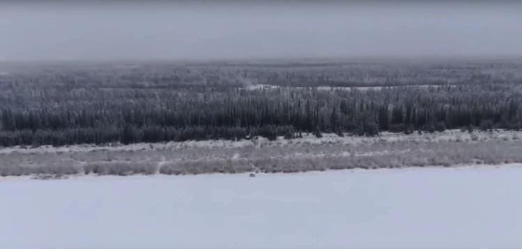 Timofey vive en una tierra salvaje cerca del ártico y a unos 850 kilómetros al norte de Yakutsk, considerada la ciudad más fría del mundo (YouTube)