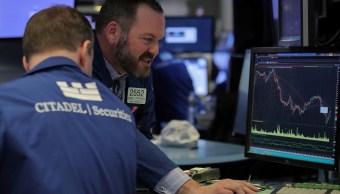 Foto: Los comerciantes trabajan en el piso de la Bolsa de Nueva York (NYSE) en Nueva York, EEUU, 29 de enero de 2019 (Reuters)