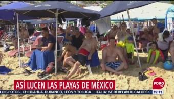 Turistas disfrutan playas del puerto de Acapulco
