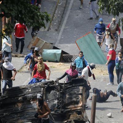 Embajada de EU en Venezuela pide a sus connacionales abandonar el país