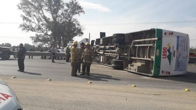 FOTO: Volcadura de autobús deja ocho lesionados en Guerrero, el 25 de enero de 2020