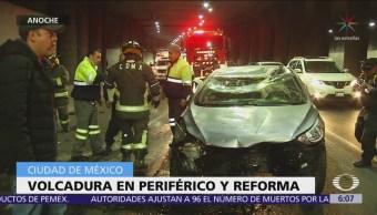 Vuelca automóvil tras persecución policiaca en Periférico, CDMX