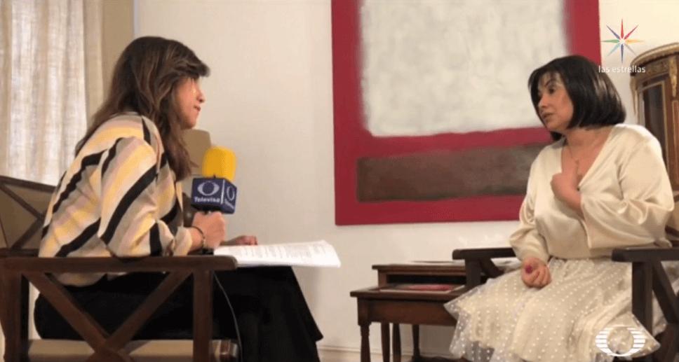 Yolanda Fernández charla con Claudia Patricia Díaz Guillén. (Noticieros Televisa)