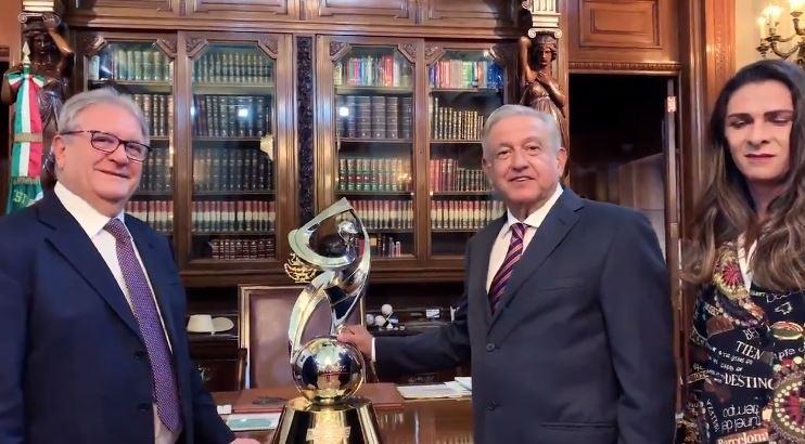 Foto: AMLO es nombrado embajador del béisbol en el mundo 13 febrero 2019