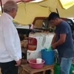 Foto: AMLO se detuvo en una carretera en Veracruz para disfrutar de un jugo de piña de miel, el 2 de febrero de 2019