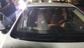 """Foto: Atacan a balazos el automóvil donde viajaba el diputado Pedro Carrizales """"El Mijis"""" en calles de San Luis Potosí el 4 de febrero del 2019"""