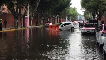 Foto: Automóvil cae a socavón por fuga de agua en Tlalpan 13 febrero 2019