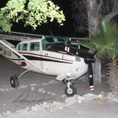Aseguran avioneta tras persecución aérea en Sinaloa
