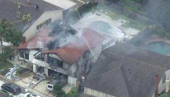 Foto: Una avioneta se estrelló en la ciudad de Yorba Linda en el condado de Orange, en California, febrero 3 de febrero de 2019 (Foto: ktla.com)