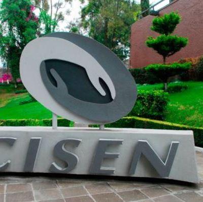 López Obrador firma acuerdo para abrir archivos del Cisen