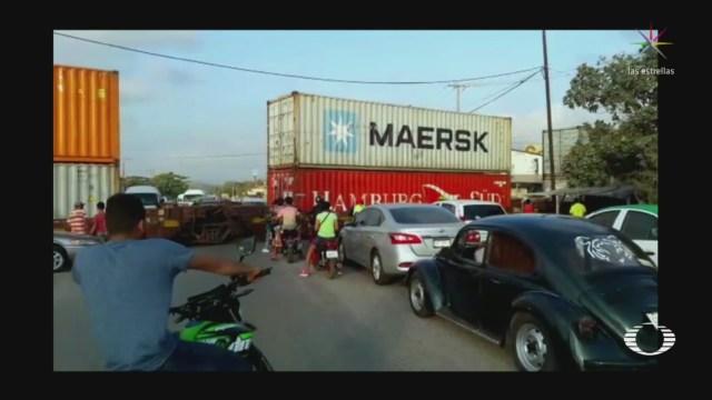 Foto: CNTE Libera Bloqueo Férreo Uruapan Michoacán 11 Febrero 2019