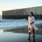 Cuarón dirige sesión fotográfica de Yalitza en la frontera
