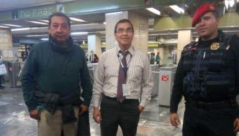 Deportado se reencuentra en Metro con hermano tras 21 años