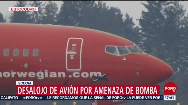 Foto: Desalojan avión por amenaza de bomba