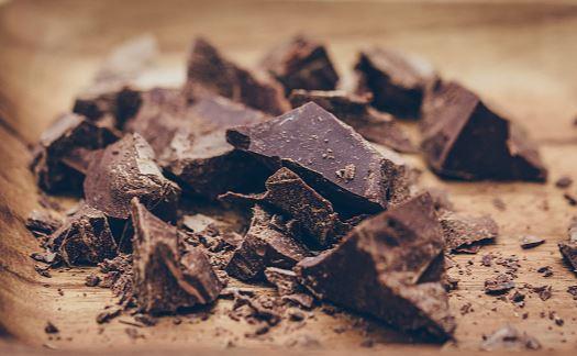 El chocolate amargo concentra mayores cantidades de flavanoide (GettyImages)