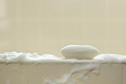 Eliminar de tu inventario el jabón en barra evitará que limpies tu lavabo cada dos o tres días (GettyImages)