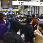 Foto: Una estación de tren está abarrotada tras un terremoto., 21 febrero 2019