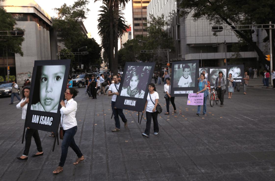 Foto: Familiares de niños de la Guardería ABC protestan en la Ciudad de México, 4 de junio 2013, México