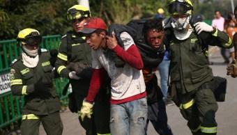 Foto: Una persona herida durante los enfrentamientos en el puente Simón Bolívar en la frontera entre Colombia y Venezuela, el 25 de febrero de 2019