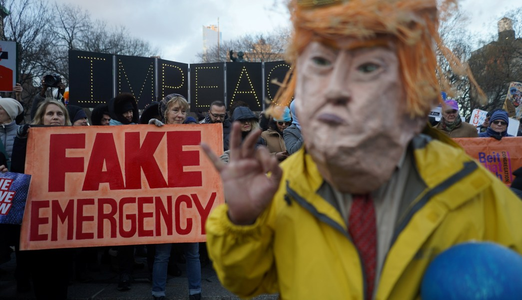 16 estados demandan a Trump por declarar emergencia nacional