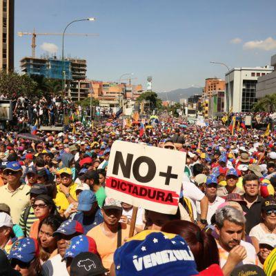 Uruguay y Argentina llaman a elecciones libres, creíbles y confiables en Venezuela
