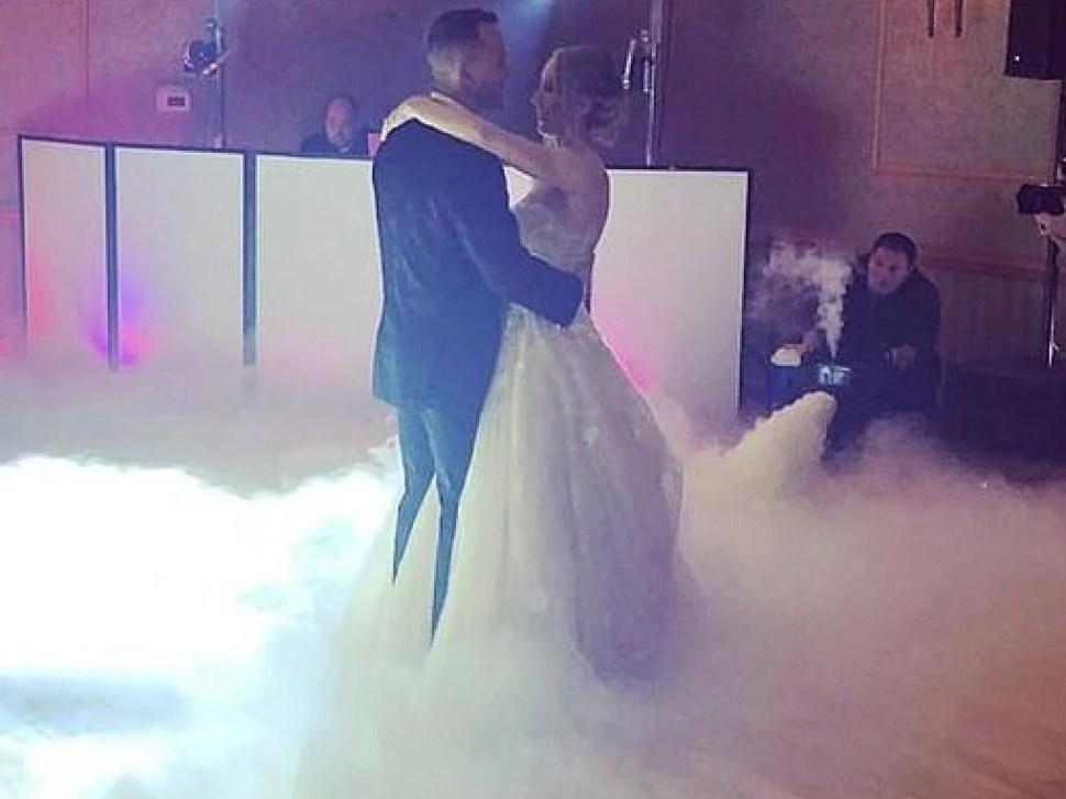 Imagen capturada durante la boda de Aimers y su esposa el miércoles 6 de febrero (Twitter)