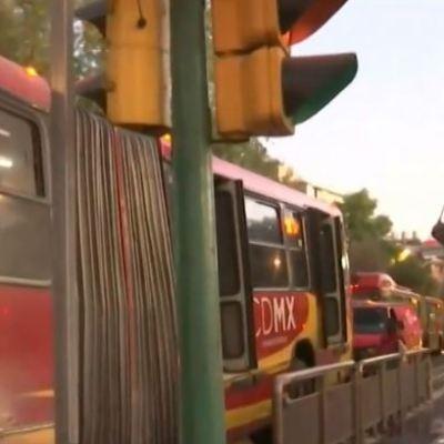 Se incendia unidad del Metrobús en avenida Insurgentes en CDMX
